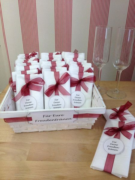 Gastgeschenke zur Hochzeit: Taschentücher für Freudentränen / gift ideas for wedding guests, tissues for tears of joy made by SüssWarenLaden via DaWanda.com