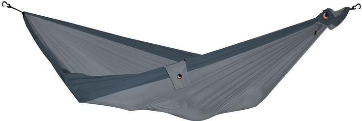 Ticket to the Moon Single hangmat  Comfortabele lichtgewicht hangmat Doordat deze hangmat is gemaakt van parachutestof is deze zeer licht van gewicht en ideaal om mee te nemen op reis. De Ticket to the Moon Single hangmat weegt slechts 500 gram en is dankzij de driedubbele stiksels zeer sterk. Het maximale draagvermogen van de hangmat is namelijk 200 kilogram. Een bijkomend voordeel van een hangmat die is gemaakt van parachutestof is dat deze hangmatten zeer ademend zijn en rekbaar. Hierdoor…