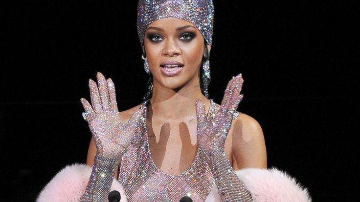 Watch Rihanna Twerk in Her Naked CFDA Dress