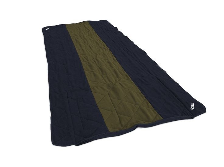 ENO Eagles Nest Outfitters - LaunchPad Single, Navy/Olive. COMFORTABLE & PRACTICAL - The LaunchPad is topped with a layer of cushy fleece to keep you warm, but armored with a coated, ripstop nylon underneath to keep you dry. TRAVEL-READY - The LaunchPad conveniently folds and zips into itself when not in use. When your picnic, concert or day at the beach is over, just zip it up and sling it over your shoulder. HIDDEN CORNER STASH POCKET - The LaunchPad includes a hidden corner stash…