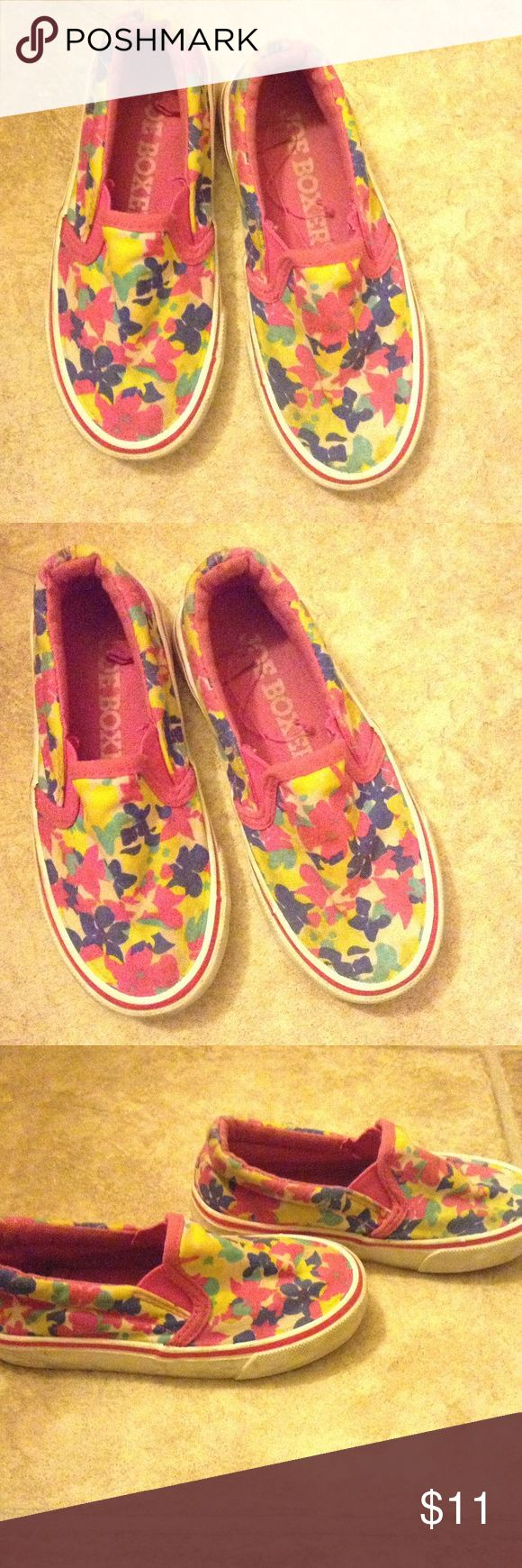 FLORAL FATIGUE JOE BOXER SLIP ONS TODDLER Girls JOE BOXER Floral slip-ONS for Girls; In good used condition. Shoes have been laundered. Not worn much but signs of wear and use are present. Size 9 Joe Boxer Shoes