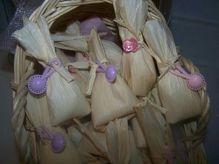 Cute favors wrapped in corn husks. I wonder what I could fill them with for our shower? Maybe some mexican candy!