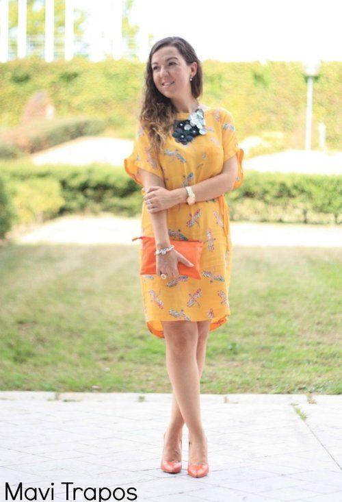mavitrapos | Mis looks | Chicisimo Collar Babero by Phillip Eckert, Vestido Estampado Zara, Bolso y Zapatos naranjas Zara