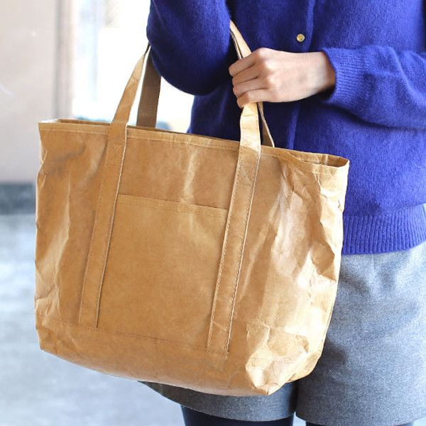 Fly Bag 側揹袋 / Fly Bag Tote  This tote bag is made of special material, Tyvek ®. The paper-like texture makes this tote bag looking so cool and fashionable. In addition, it is tough, durable, and waterproof.  Big capacity and lightweight ─ you can put A4 size books in the bag and the outside pocket is fit for iPad mini.  驟眼看以為是紙製的側揹袋,原來是用上 Tyvek ® 的特別材質製成,款式不僅有型時尚,更非常堅韌耐用,還可以防水。 容量大‧質料輕 ─ 可放入A4 size 的書籍,外袋的尺寸亦可放入 iPad mini。    #bag #zakka #gift