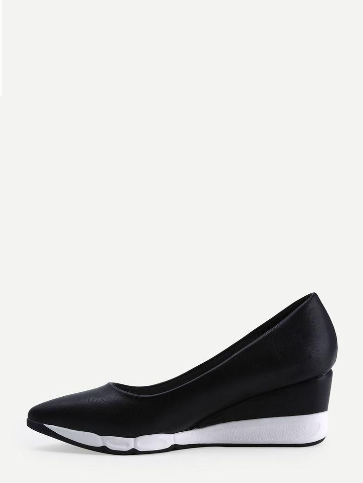 Чёрные кожаные туфли на танкетке