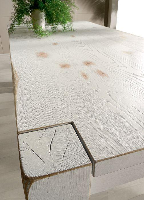 Tavolo in legno nella finitura vintage.  Diverse misure disponibili su www.italianarredo.it - sezioni Tavoli su Misura