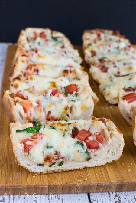 Εύκολη πίτσα σε 10 ' με το χθεσινό ψωμί!