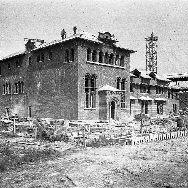 La station de pompage Atwater pendant sa construction en 1922. . Archives de Montréal VM117-Y-1P2051 . . #514 #mtl #yul #montreal #montréal #montréaljetaime #streetsof514 #montreallife #illuminationMTL #jaimemtl #cinqcentquatorze #mtlmoments #archives #history #archivesmtl #vintage