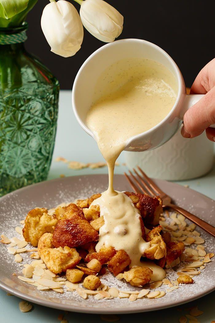 Fluffiger Apfelschmarrn mit warmer Vanillesauce | Fluffy Shredded Pancake with…