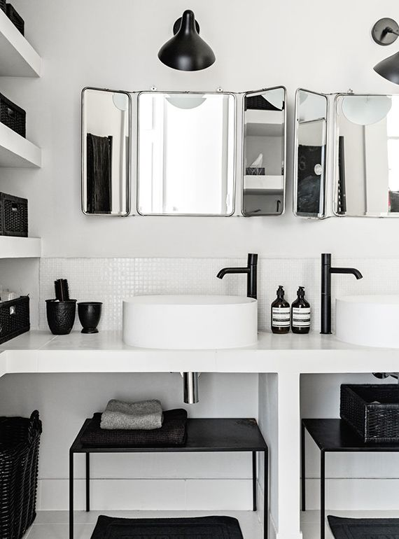 Contemporary black and white bathroom via Bo Bedre