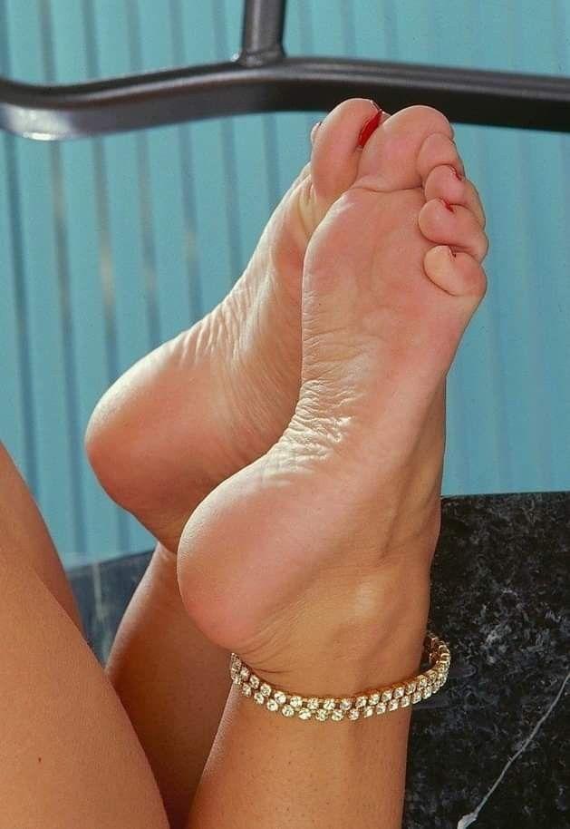 Ноги девушек фото фетиш, смотреть порнуху лесбиянки в душе