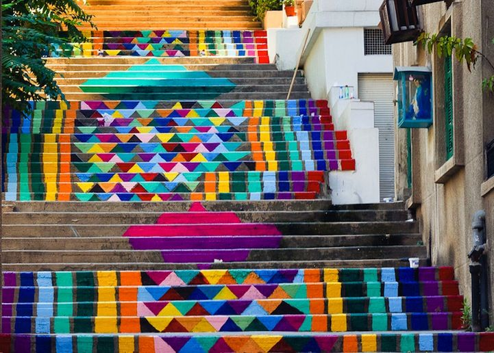 Dihzahyners is a team of artists who strive to create a more bright and beautiful Beirut through colorful public art.