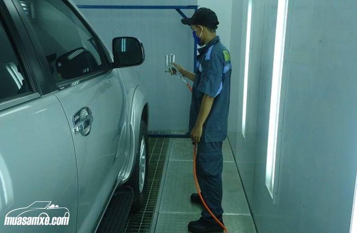 Sơn xe ô tô giá bao nhiêu? Địa chỉ và bảng giá sơn xe ô tô tại Hà Nội và TPHCM? Làm cho chiếc xe của bạn trông như mới, nghĩa là phục hồi nước sơn đã bị trầy xước nặng không phải là việc quá phức tạp mà chỉ mất thời gian. Cho dù bạn quyết định sơn lại toàn bộ xe, giữ nguyên màu sơn cũ hay sơn màu mới hoàn toàn, hay đơn giản là chỉ phục hồi lại một số điểm bị trầy xước sâu thì quy trình tiến hành tương tự như nhau. Cùng Muasamxe.com tham khảo chi tiết bảng giá sơn xe ô tô tại Hà Nội và TP HCM…