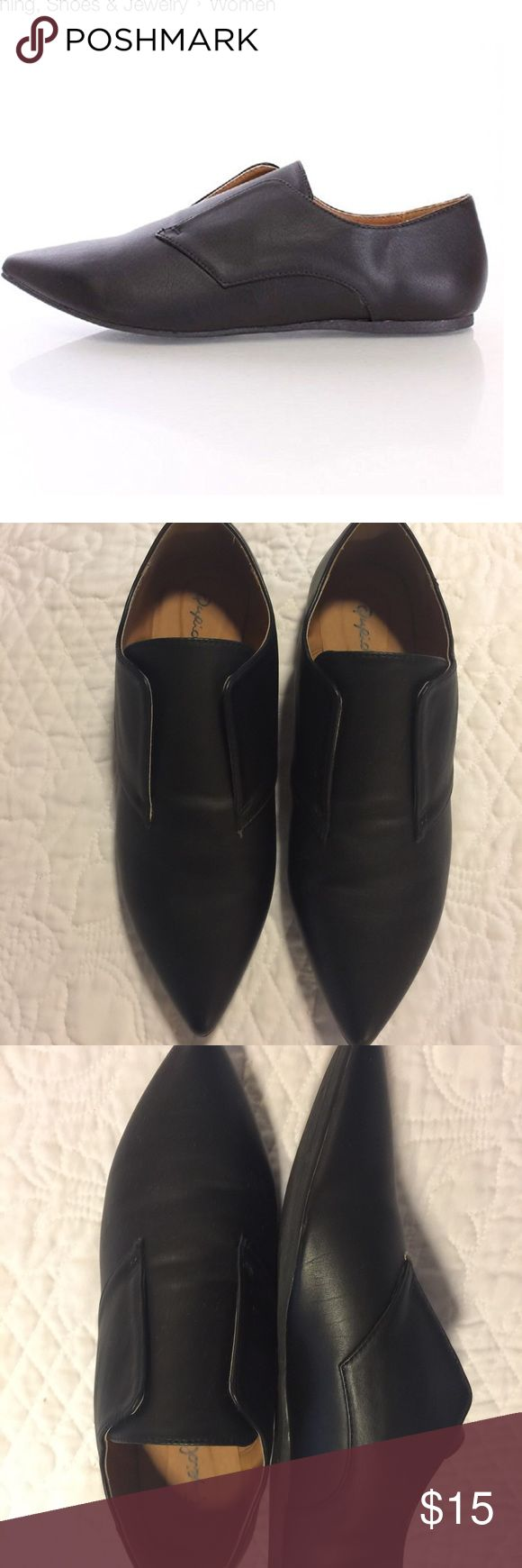 Qupid Women's leatherette pointy oxford flat Qupid women's leatherette laceless pointy toe oxford flats. Worn only once. Excellent condition. Shoes Flats & Loafers