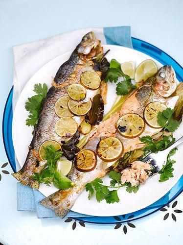 Рыба на гриле  Рыба на гриле готовится быстро, получается вкусно - надо только знать, как ее приготовить. Советы от Джейми его коллег!  В своем журнале Джейми напечатал советы, как готовить рыбу на гриле, чтобы не пригорела, не прилипла к решетке, чтобы получилась сочной, нежной и ароматной!