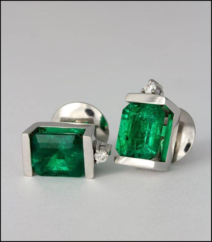Ref. 3O. Aretes de esmeralda adornada con un diamante.