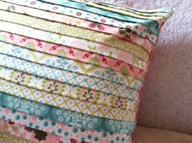 Spring pillow: Pillows Covers, Hello Spring, Quilting Tutorials, Pillows Tutorials, Jelly Rolls, Fabrics, Strippi Pillows, Crafts, Quilts Tutorials