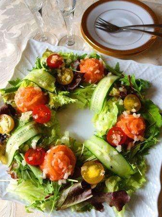 バラの花サーモンのリースサラダ | Healthy & Beautiful Life