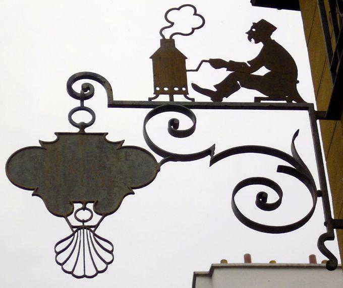 Enseigne de l'ancienne brûlerie Saint Jacques 9, rue de l'Estrapade, Paris 75005.
