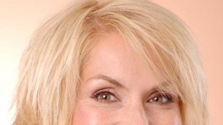 Bevor Sie mit einer Schönheits-OP liebäugeln, gehen Sie besser erst einmal zum Haareschneiden: Diese Frisuren sind wahre Anti-Aging-Wunder! Profis verraten, worauf es ankommt.