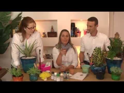 Você não precisa pagar caro para ter um vaso vietnamita, vamos ensinar essa técnica charmosa e moderna. Nosso Blog: http://cafe-comarte.blogspot.com.br/ Mate...