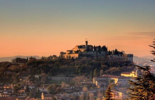 Il castello di Brescia visto da lontano.