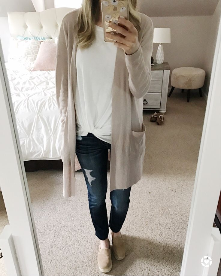 @sunsetsandstilettos - casual outfit inspiration - cardigan and knotted tee- sam edelman espadrilles