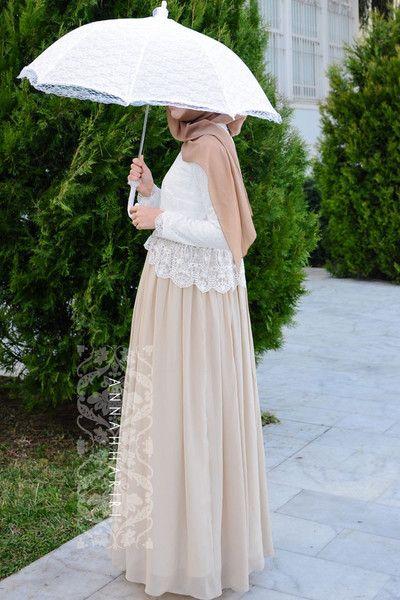Muslim wedding ideas. Maxi lace dress. Suitable for islamic wedding dress.