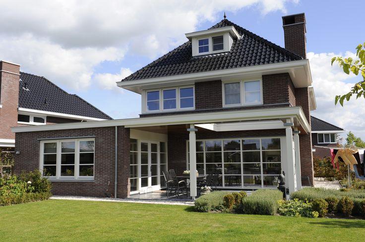 Jaren 30 woning met veranda en aangebouwde woonruimte gerealiseerde woningen pinterest met - Moderne entree veranda ...