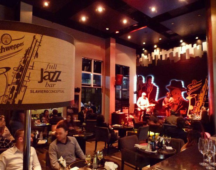 Pra dias de turismo em que a chuva não dá trégua nada melhor que unir bar e hotel e evitar a fadiga como é o caso do Full Jazz Bar @fulljazz.bar do Hotel Slavieiro em #Curitiba. #Saudades . Essa é minha dica de #sábado pra quem está na cidade  e dica de hotel se você vier visitar a cidade. .  O bar une jazz na música pratos e ambiente. Vale muito a visita! #nãoépubli #ameimesmo