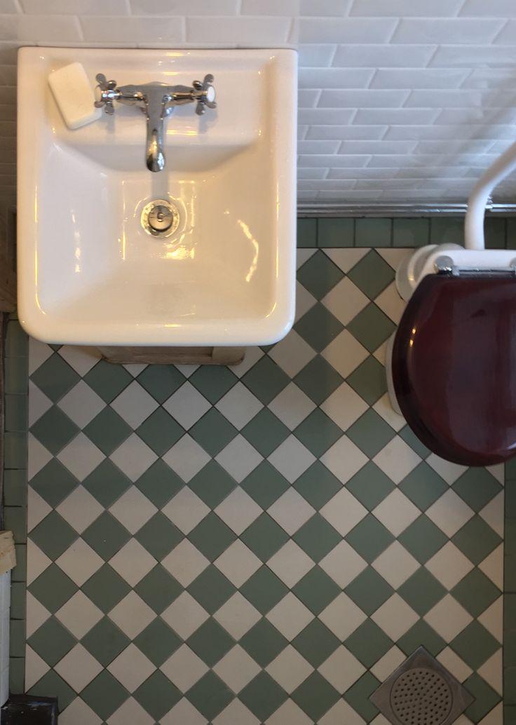 Badrum sekelskifte rutigt twyford Ikea hamnviken runskär