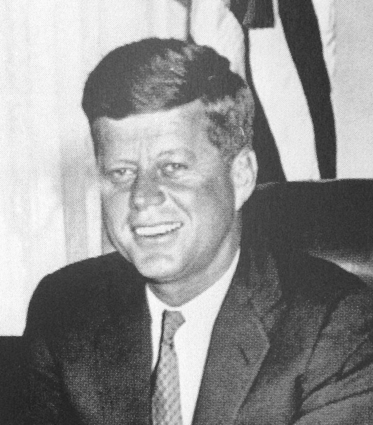 The first Presidential photo of John F. Kennedy in the Oval Office.January 20, 1961 November 22, 1963 .♡❤❤❤♡❤♡❤❤❤♡http://en.wikipedia.org/wiki/John_F._Kennedy