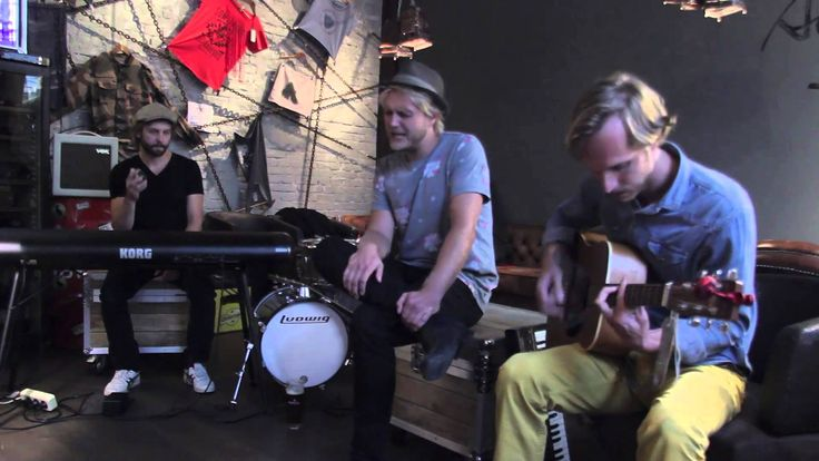 Steaming Satellites - how dare you acoustic live @ addicted to rock store by rockvideos.at