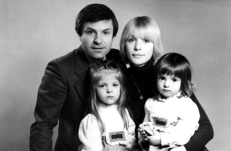 Вера Глаголева и Родион Нахапетов с детьми