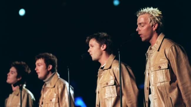 """Arvingarna med """"Det svär jag på"""" i Melodifestivalen 1999."""