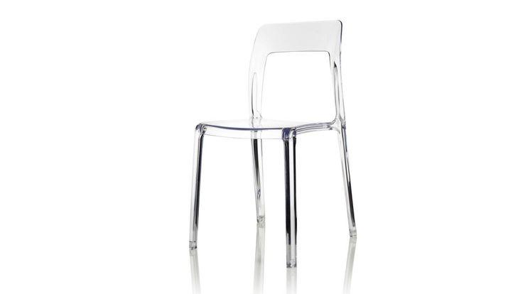 Transparent Pudeln plaststol. Polykarbonat, stol, plast, köksstol, kök, matsalsstol. http://sweef.se/stolar/59-pudeln-stol-i-polykarbonat.html