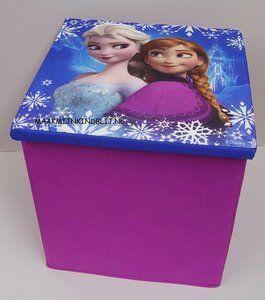 Handige DisneyFrozenopberg / zit box. Stevige kwaliteit en metleuke print. Deze box heeft een afmeting van 31x31x33cm en kan een maximaal gewicht van 80kg dragen....