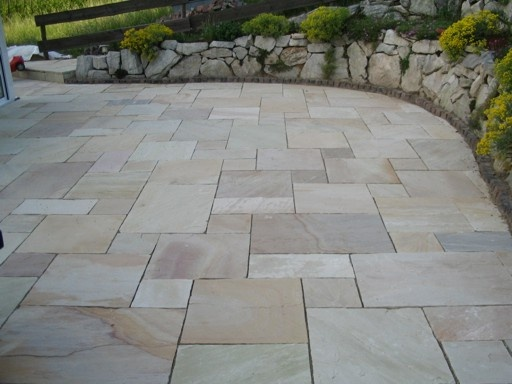 assorted sized tiles sitzecken garten garten terrasse