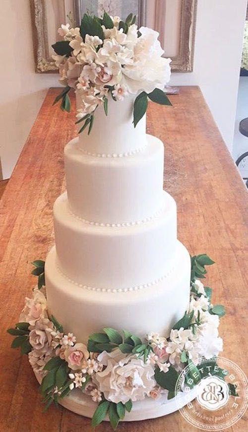 floral wedding cake idea; via Bobbette & Belle