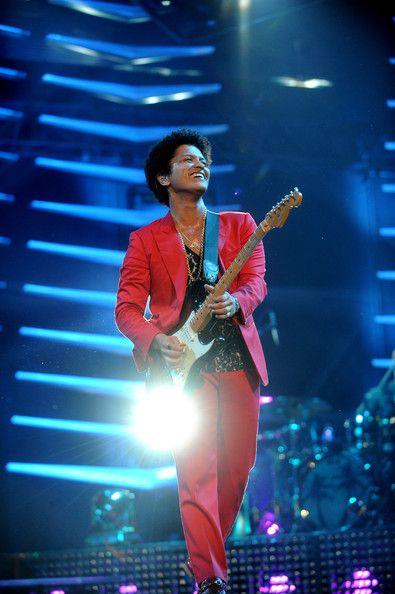 Bruno Mars Photos - Inside the MTV EMA's - Zimbio