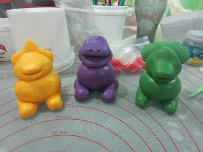 Home Mayde Cakes: The Making: Barney and Friends Cake