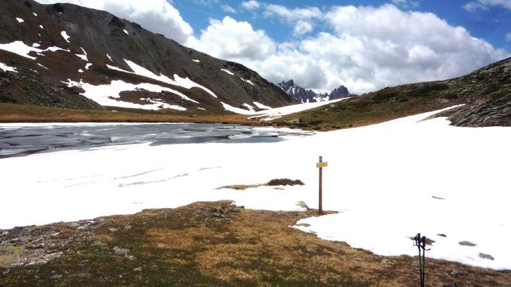 Lac de la Cula, encore à moitié gelé en été !