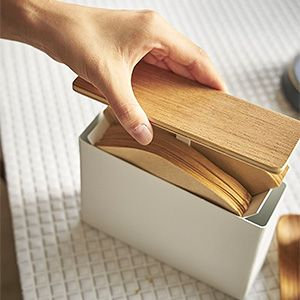山崎実業から発売されている tosca(トスカ)シリーズと TOWER(タワー)シリーズから、 新たに蓋付き コーヒーフィルターケースが発売されています。 これがね、、 すっごい良さそう。 ただの蓋つ