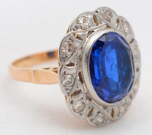 Antigo anel de ouro amarelo 18 k e platina com 10 brilhantes. Aro 12 - Peso total 5,7 g.