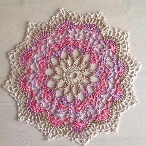Free Crochet Hummingbird Doily Pattern : 7d9a0293224b7414cf5d3e7739645d3d.jpg 600 600 pixels ...