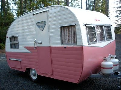 cute pink canned ham trailer.  I want.