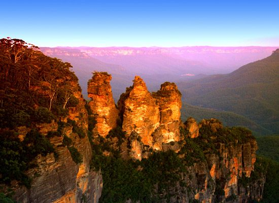 Passing through one of New South Wales' most beautiful and iconic regions, the Blue Mountains World Heritage Area the Greater Blue   Mountains Drive offers one of the best ways to soak up the sights, and experience the attractions, of the region.