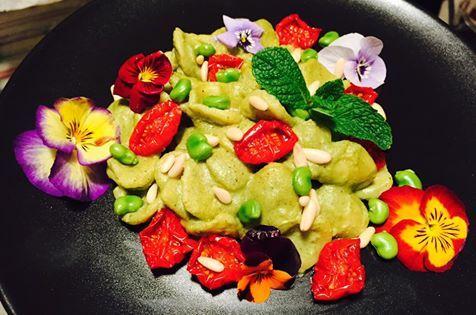 Orecchiette al Pesto di Fave e Pomodorini Caramellati