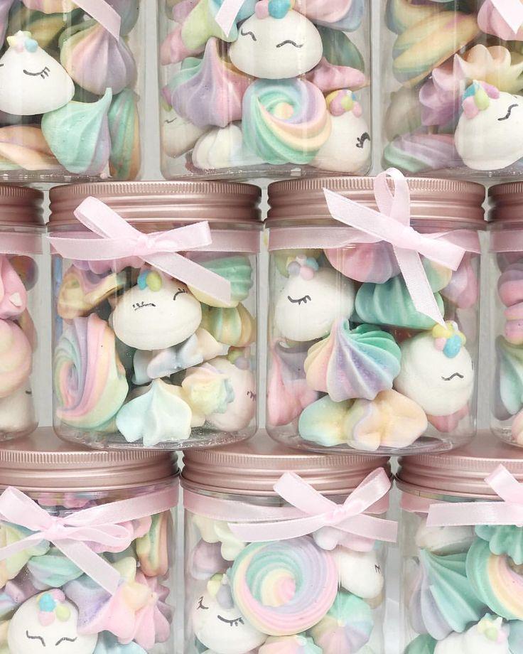 653 vind-ik-leuks, 13 reacties - Euphorique Sg (@euphoriquebakery) op Instagram: 'Fresh from the oven! Unicorns + Pastel Rainbow Meringue Kisses in our new Rosegold Jars any for…'