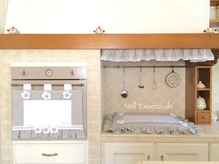 Set Cucina Grigio composto da 3 pezzi, copri forno, copri fornelli e riccio cappa. Tutte le creazioni sono fatte a mano con tessuto Adige quadrettato grigio, Copri Forno e Copri  - 18571798
